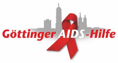 Logo Aidshilfe Göttingen: Der Schriftzug zusammen mit der roten Aids-Schleife vor der Göttinger Stadtsilhouette
